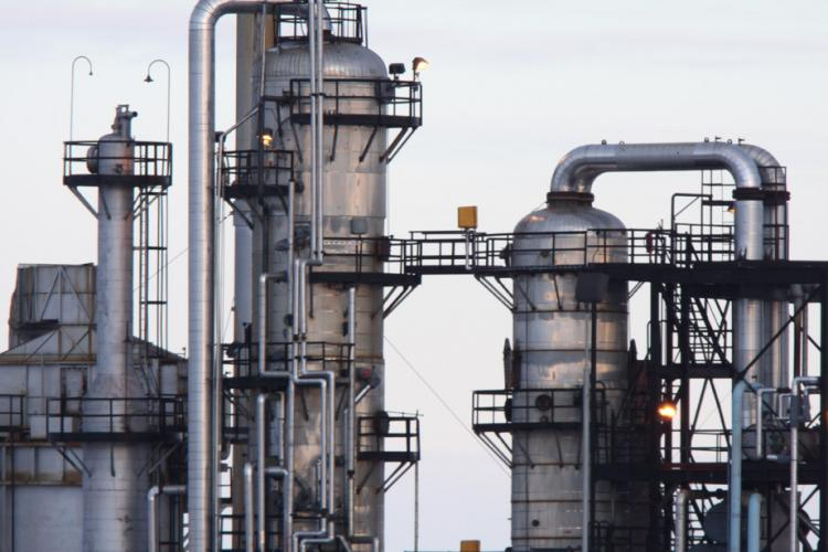 Distillation column: minimizing energy requirements with APC